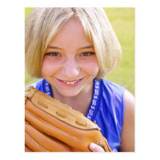 Portrait courbe d'un sourire de joueur de base-bal carte postale