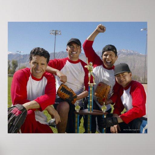 Portrait des hommes dans une équipe de baseball de affiche