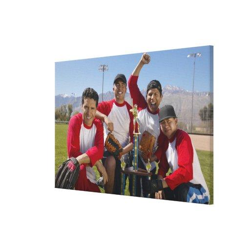 Portrait des hommes dans une équipe de baseball de toiles tendues sur châssis
