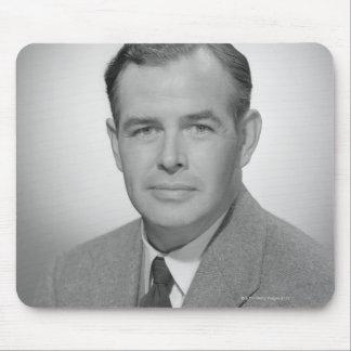 Portrait d'un jeune homme tapis de souris