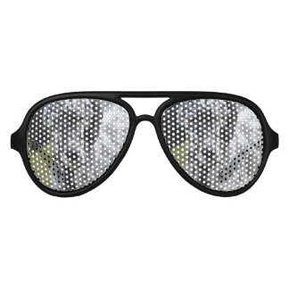 Poseur anglais noir et blanc lunettes de soleil