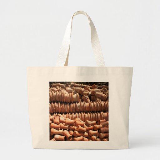 Pots à l'intérieur de la crèche sac