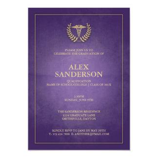 Pourpre moderne et obtention du diplôme médicale carton d'invitation  12,7 cm x 17,78 cm