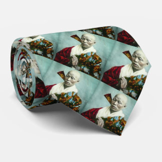Prêtre vintage de Shinto de Japonais priant le Cravate