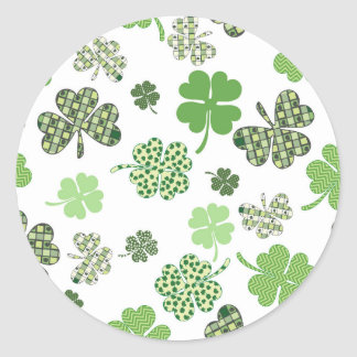 Pretty Irish White and Green Clovers Classic Round Sticker
