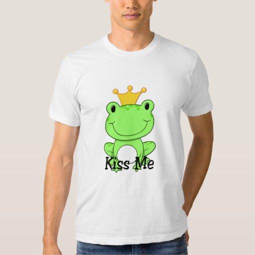 Prince de grenouille - embrassez-moi pièce en t tshirt
