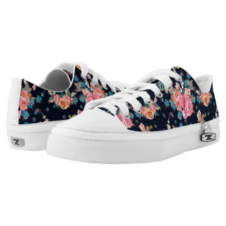 Print with roses in vintage pretty style Low-Top sneakers