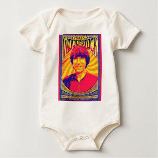Prise de la pièce en t de bébé de Woodstock Barboteuse
