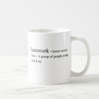 Produits drôles de travail d'équipe mug blanc