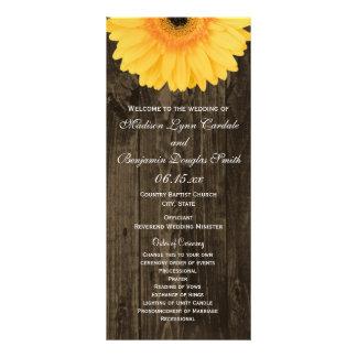 Programmes jaunes en bois rustiques de mariage de cartes doubles