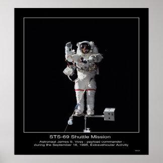 Promenade d'espace extra-atmosphérique de James S. Posters