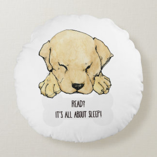 Puppy Labrador loves to read Round Pillow