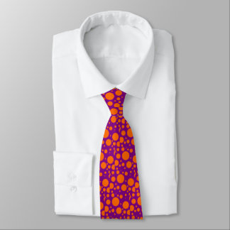 puts on a tie with pea oranges