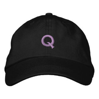 Q EMBROIDERED HAT