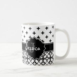 Quatrefoil blanc noir décoré d'un monogramme mug blanc
