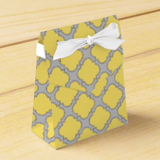 Quatrefoil yellow and gray favor box