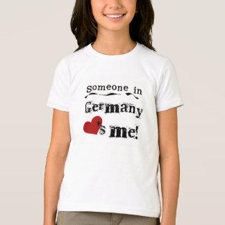 Quelqu'un en Allemagne m'aime T-shirt