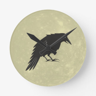 Rabe Mond raven moon Round Clock