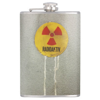 radioactively contaminates flask