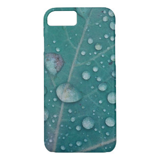 Rain drops on a leaf iPhone 8/7 case