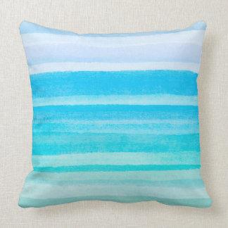 Rayure turquoise d'Ombre d'aquarelle de bleu Coussin