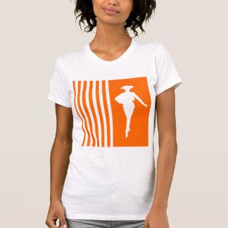 Rayures modernes de mandarine avec la silhouette t-shirt