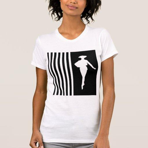 Rayures modernes noires avec la silhouette de mode t-shirt