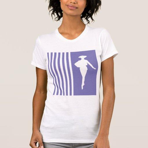 Rayures modernes pourpres avec la silhouette de mo t-shirt