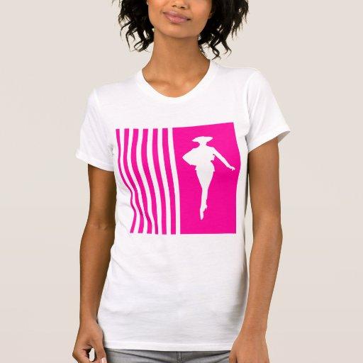 Rayures modernes roses avec la silhouette de mode t-shirts