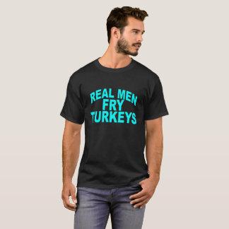 Real Men Fry Turkeys . T-Shirt