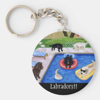Réception au bord de la piscine Labradors Porte-clé Rond