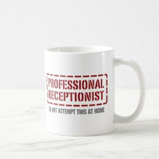 Réceptionniste professionnel tasse à café