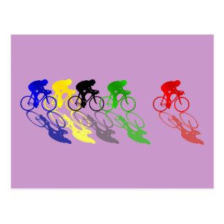 Recyclage de course sur route de vélo de route carte postale