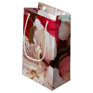 Red and white floral delight small gift bag