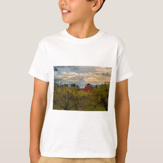 Red Barn at Pear Orchard Oregon T-Shirt
