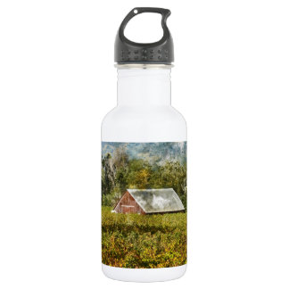 Red Barn in a Vineyard 532 Ml Water Bottle