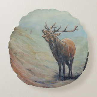 Red deer stag with hind and fawn on back. round pillow