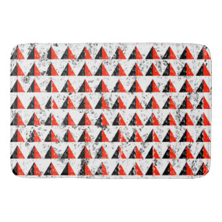 Red Distressed Triangle Pattern Bath Mat