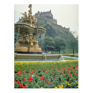 Red Edinburgh Castle, Scotland flowers Postcard