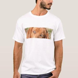 Redbone_Coonhound eyes.png T-Shirt