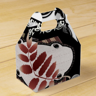Reddish leaf of autumn with black elements favor boxes