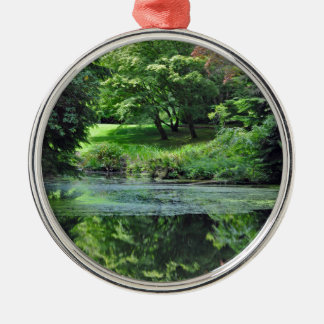 Reflective spring pond metal ornament