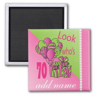 Regardez qui est le soixante-dixième anniversaire magnet carré