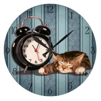 Retro alarm clock and kitty