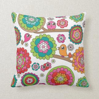 Rétro conception de fleur de motif d'oiseau mignon coussin