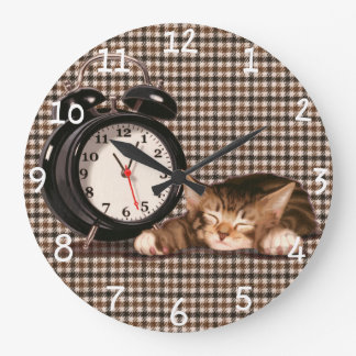 Retro houndstooth kitten large clock