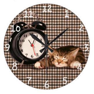 Retro houndstooth kitten wallclock