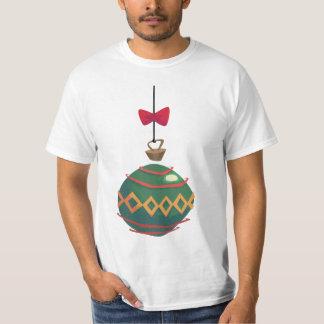 Rétro ornement vert de Noël avec l'arc rouge T-shirt