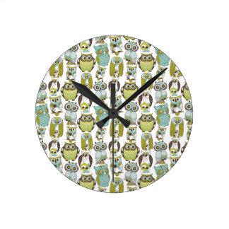 Retro Owl pattern cute funny background Round Clocks