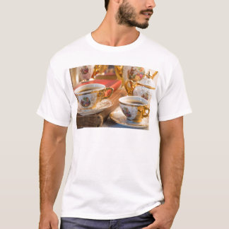 Retro porcelain coffee cups with hot espresso T-Shirt